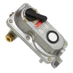 """1/4"""" F.INV.FLARE x 3/8"""" FNPT Automatic Changeover Regulator"""